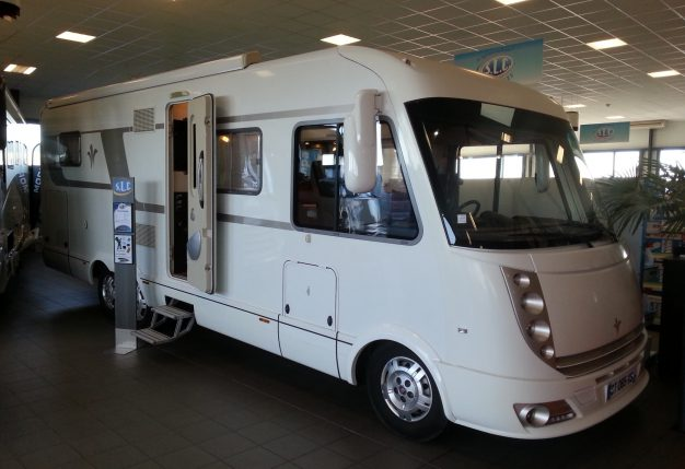 niesmann arto 83 f occasion de 2013 fiat camping car en vente avrille maine et loire 49. Black Bedroom Furniture Sets. Home Design Ideas