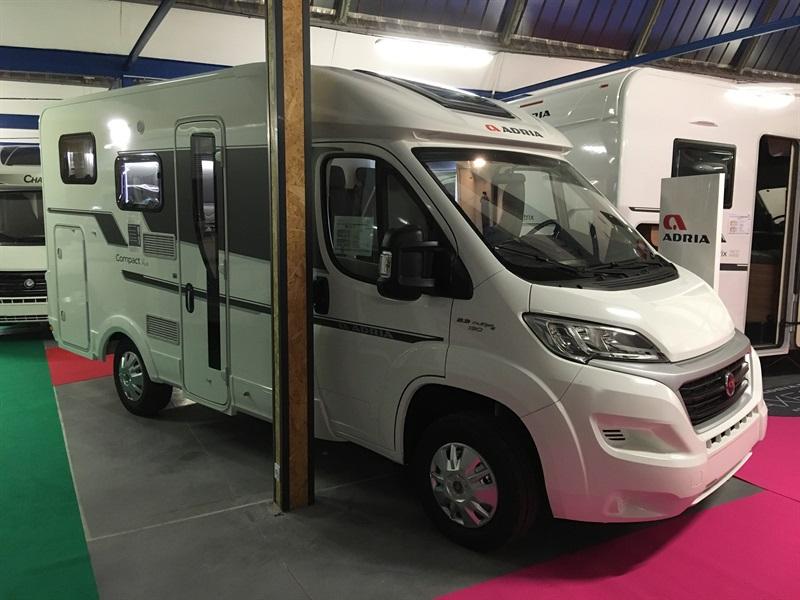 adria compact sp neuf de 2018 fiat camping car en vente montfaucon en velay haute loire 43. Black Bedroom Furniture Sets. Home Design Ideas