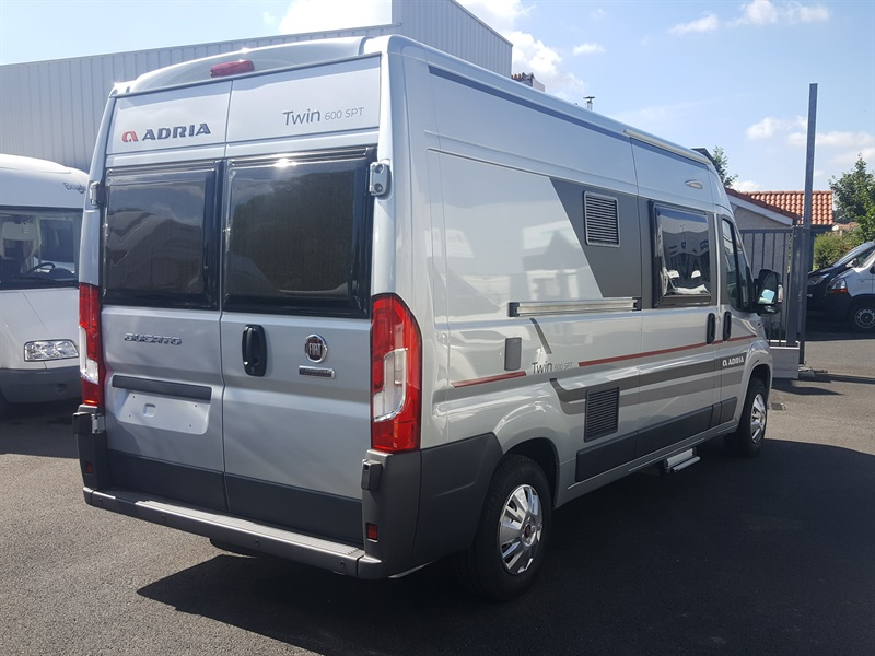 adria twin 600 spt neuf de 2017 fiat camping car en vente montfaucon en velay haute loire. Black Bedroom Furniture Sets. Home Design Ideas