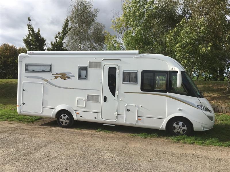 laika kreos 7009 integral occasion de 2015 fiat camping car en vente fergersheim rhin 67. Black Bedroom Furniture Sets. Home Design Ideas