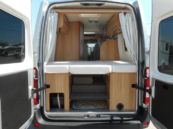 font vendome master van occasion de 2014 renault camping car en vente villeneuve sur lot. Black Bedroom Furniture Sets. Home Design Ideas