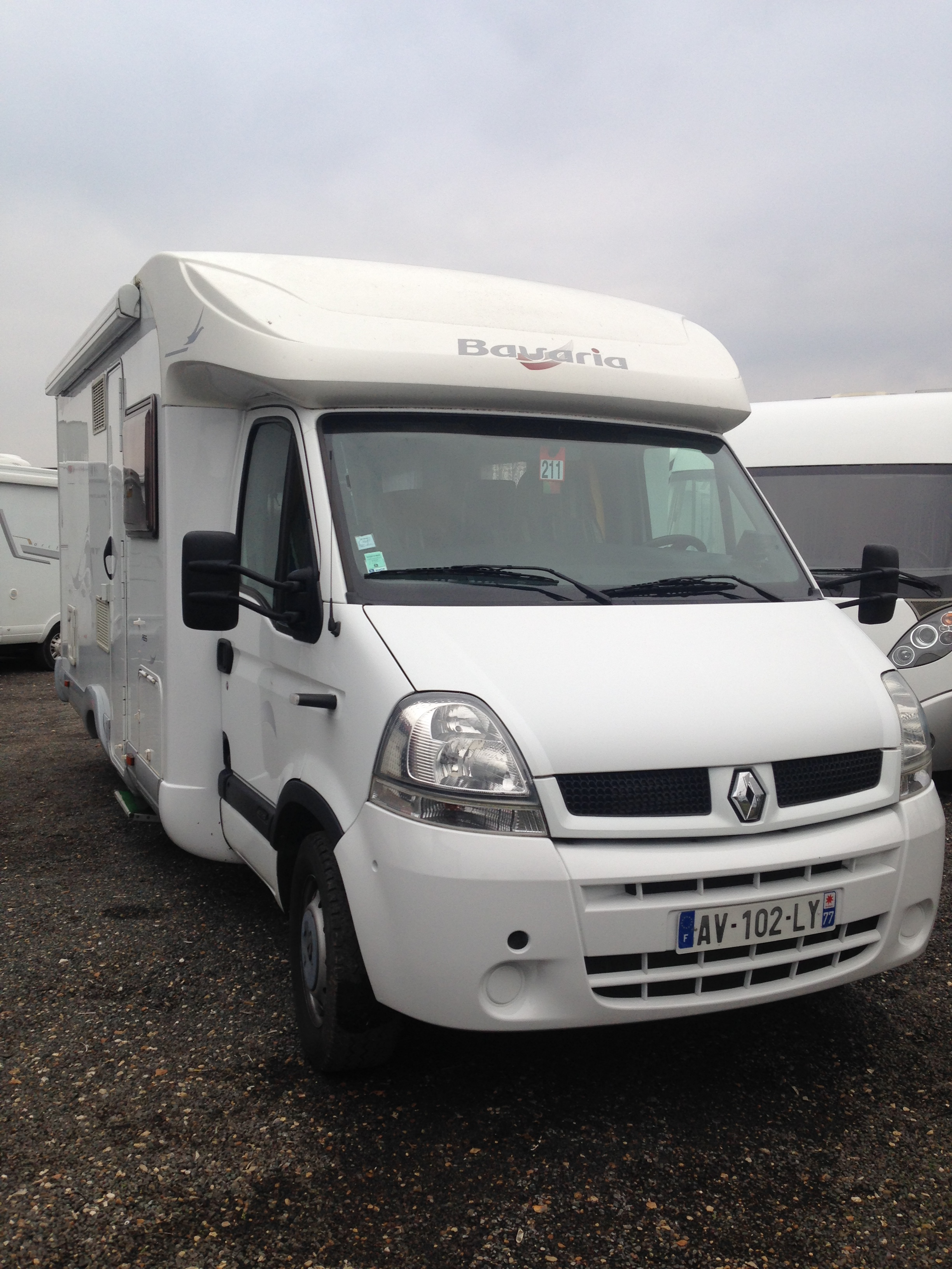 Bavaria r 65 occasion de 2006 renault camping car en for Garage renault st fargeau ponthierry