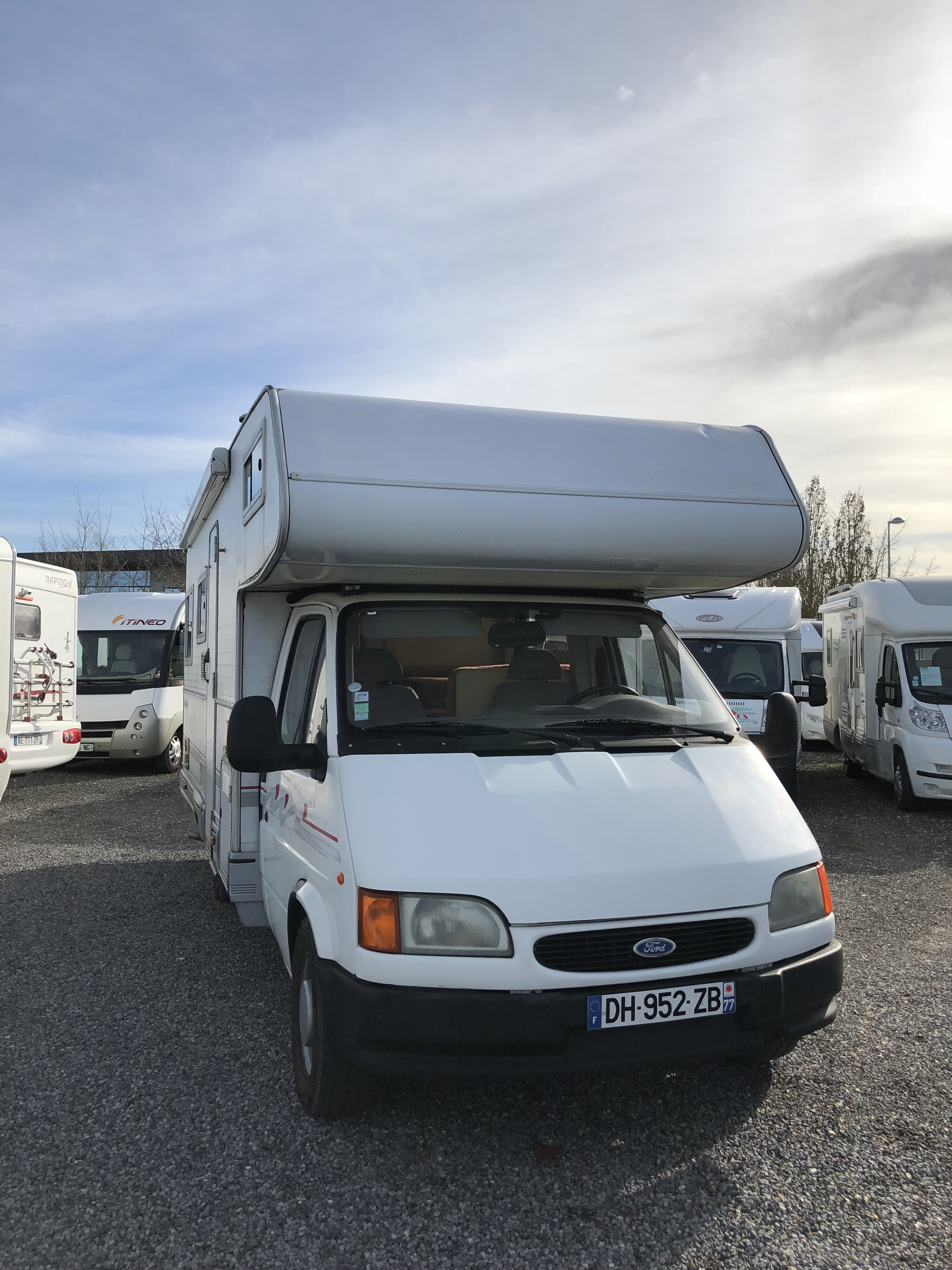 challenger 180 occasion de 1997 ford camping car en vente saint fargeau ponthierry seine. Black Bedroom Furniture Sets. Home Design Ideas
