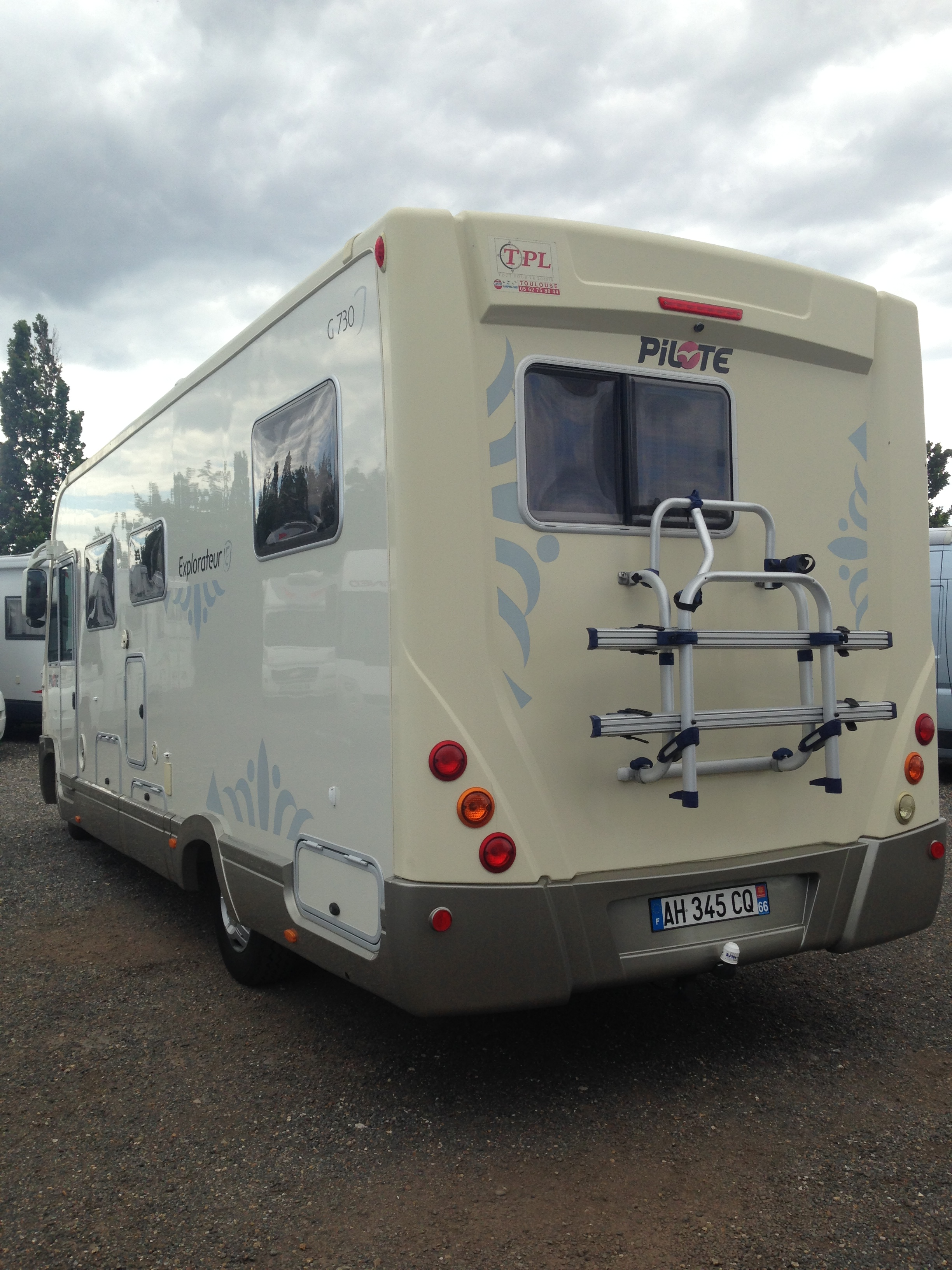 pilote aventura g 730 occasion de 2009 fiat camping car en vente saint fargeau ponthierry. Black Bedroom Furniture Sets. Home Design Ideas