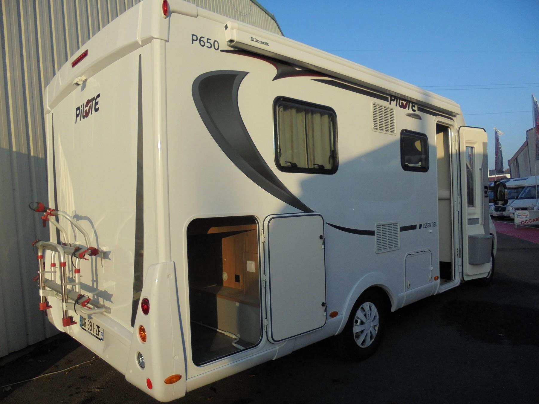 pilote p 650 c essentiel occasion de 2015 fiat camping car en vente treillieres loire. Black Bedroom Furniture Sets. Home Design Ideas