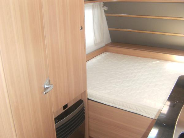 eriba living 437 neuf de 2016 caravane en vente orvault loire atlantique 44. Black Bedroom Furniture Sets. Home Design Ideas