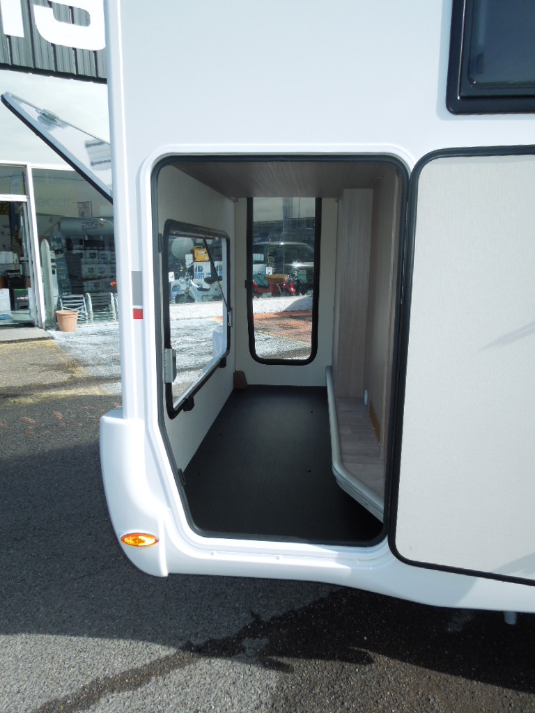 challenger genesis 290 neuf ford camping car en vente irun espagne esp. Black Bedroom Furniture Sets. Home Design Ideas