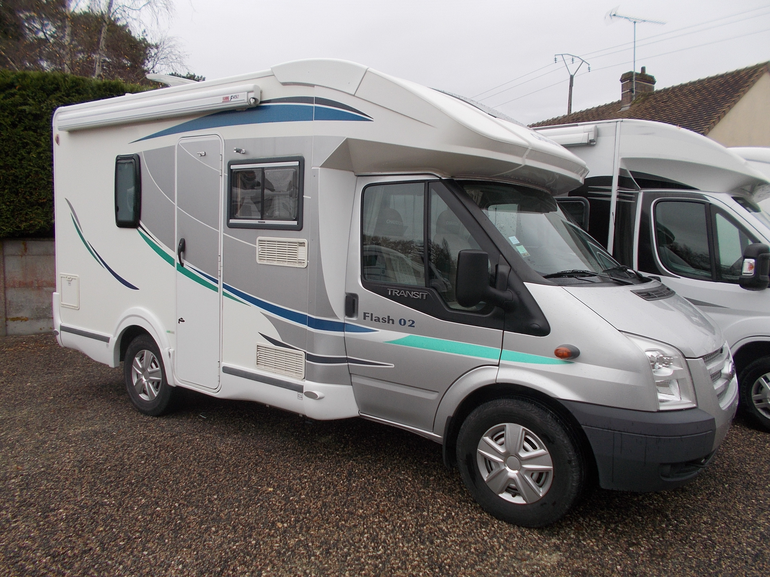 chausson flash 2 occasion de 2013 - ford - camping car en vente  u00e0 la commodite  loiret