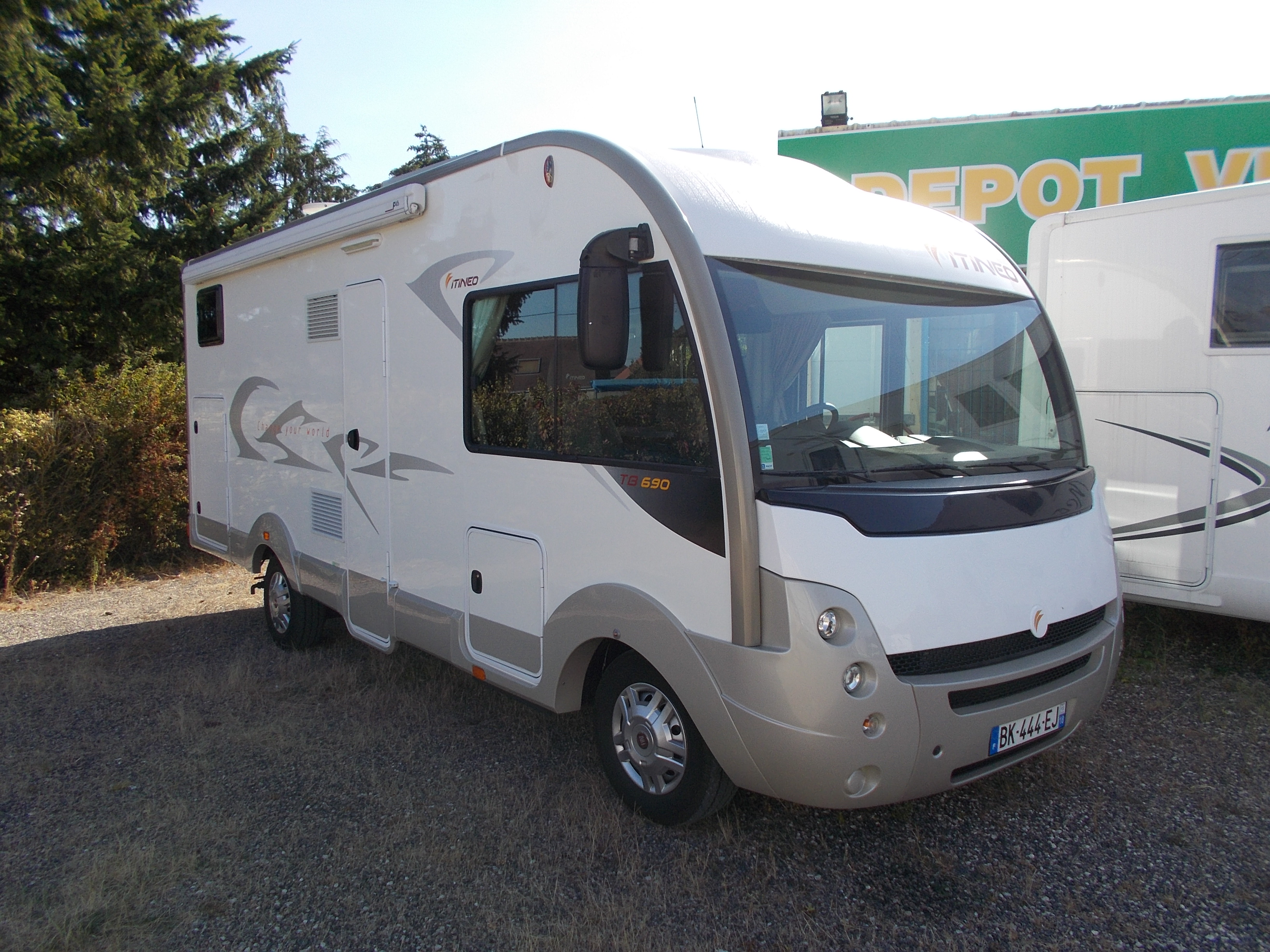 itineo tb 690 occasion porteur fiat ducato 130 cv camping car vendre en loiret 45 ref 65408. Black Bedroom Furniture Sets. Home Design Ideas