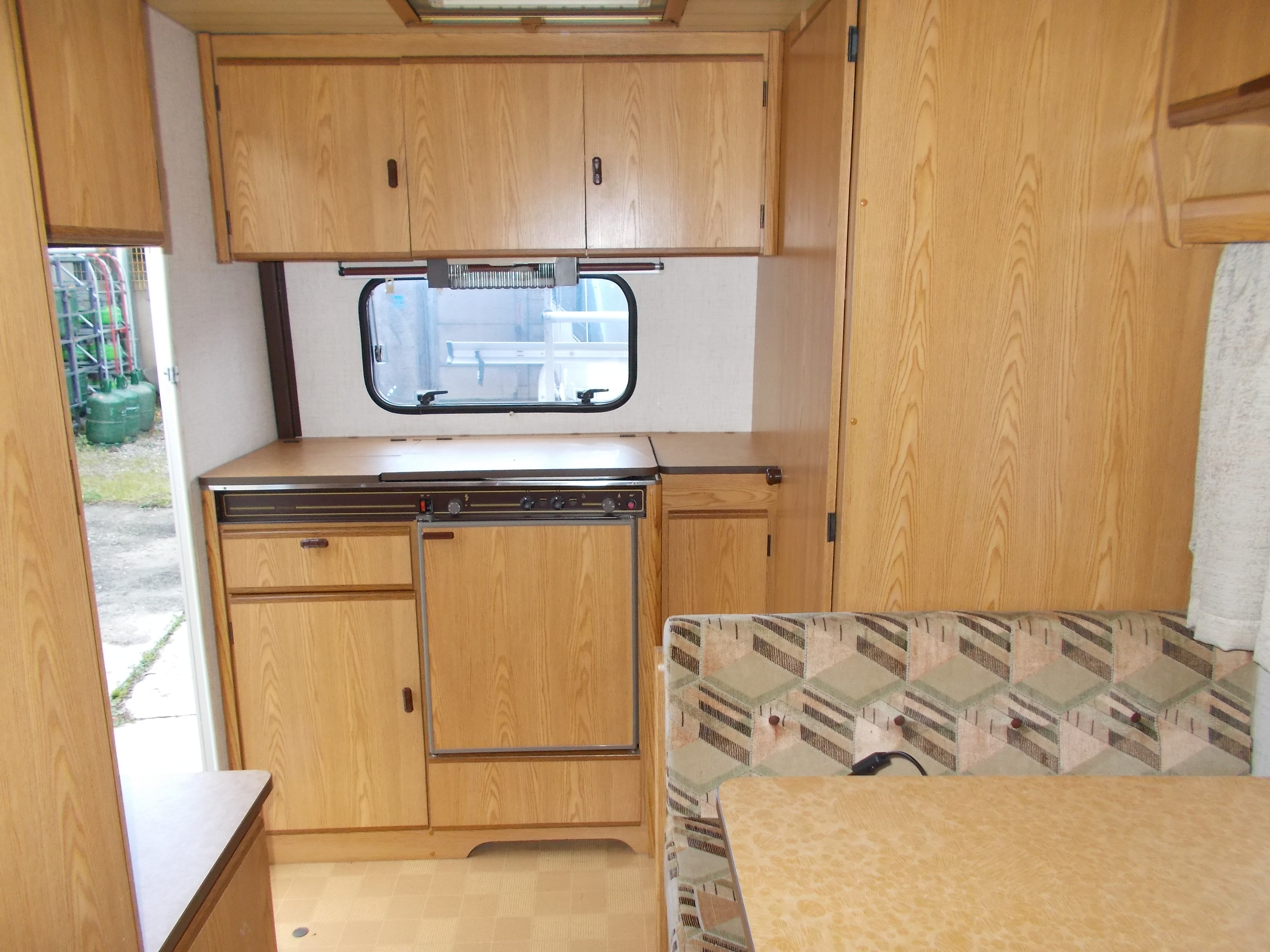 montargis caravanes burstner club 400 ts annonces occasion. Black Bedroom Furniture Sets. Home Design Ideas