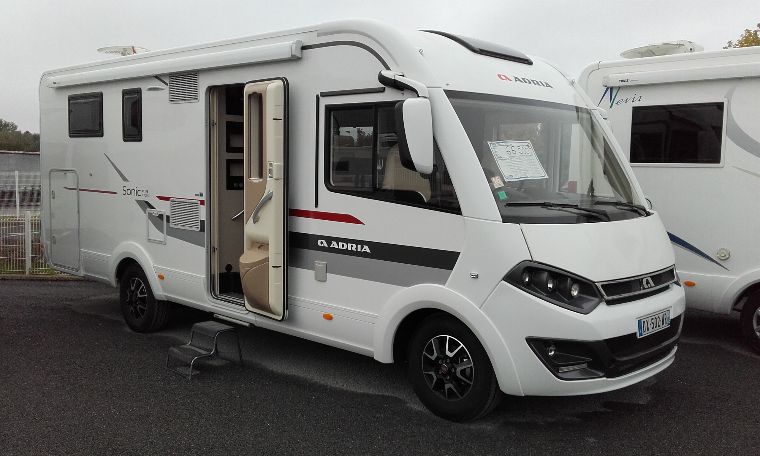 adria sonic i 700 sc occasion porteur fiat camping car vendre en loiret 45 ref 68726. Black Bedroom Furniture Sets. Home Design Ideas