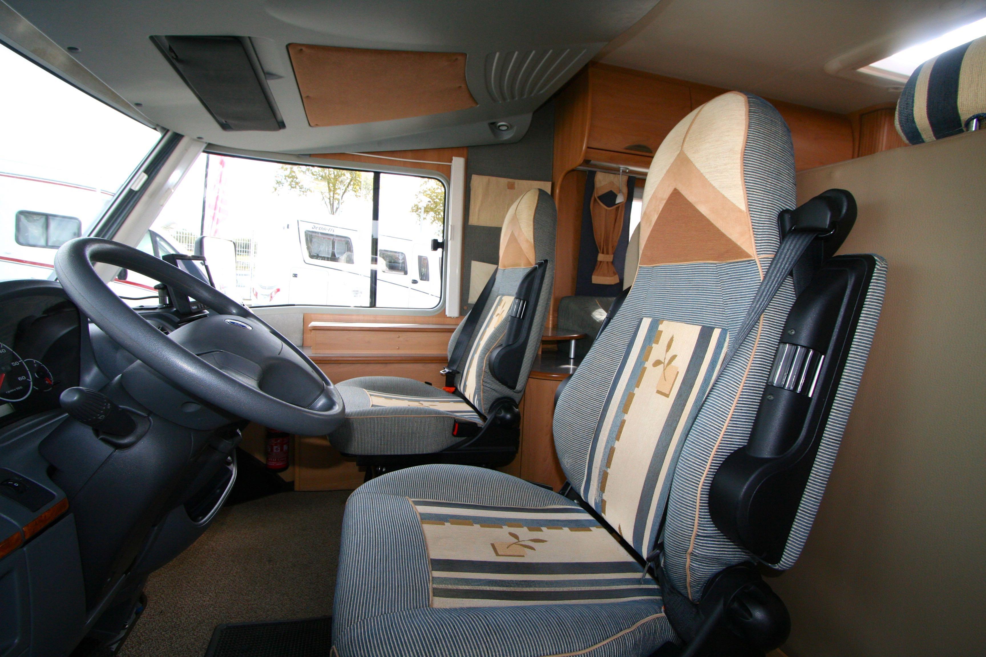 burstner elegance i 680 occasion de 2005 fiat camping car en vente roques sur garonne. Black Bedroom Furniture Sets. Home Design Ideas
