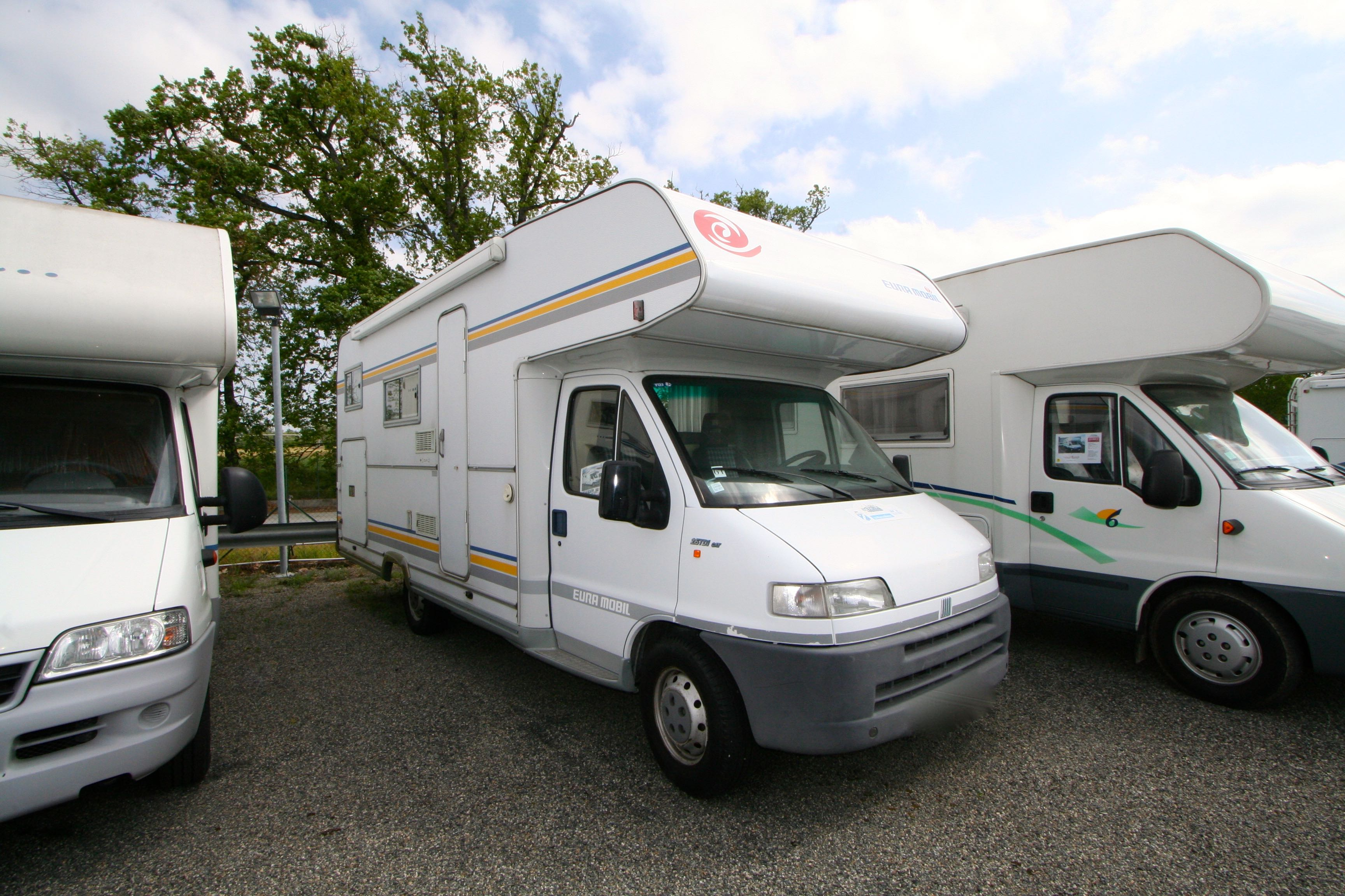 eura mobil activa 690 hb occasion de 2001 fiat camping car en vente roques sur garonne. Black Bedroom Furniture Sets. Home Design Ideas