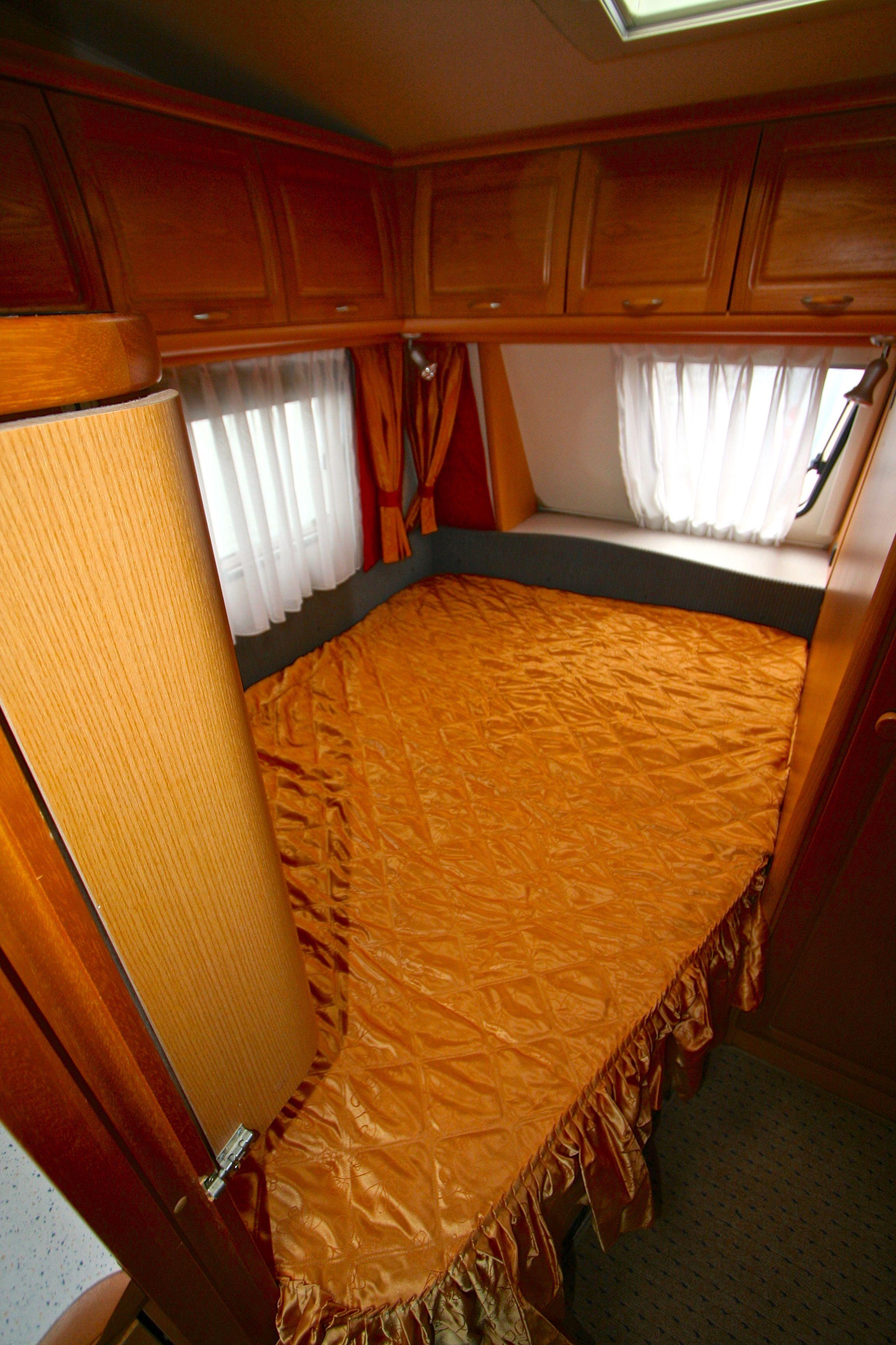 hobby 495 ufe prestige occasion de 2006 caravane en vente roques sur garonne haute garonne. Black Bedroom Furniture Sets. Home Design Ideas