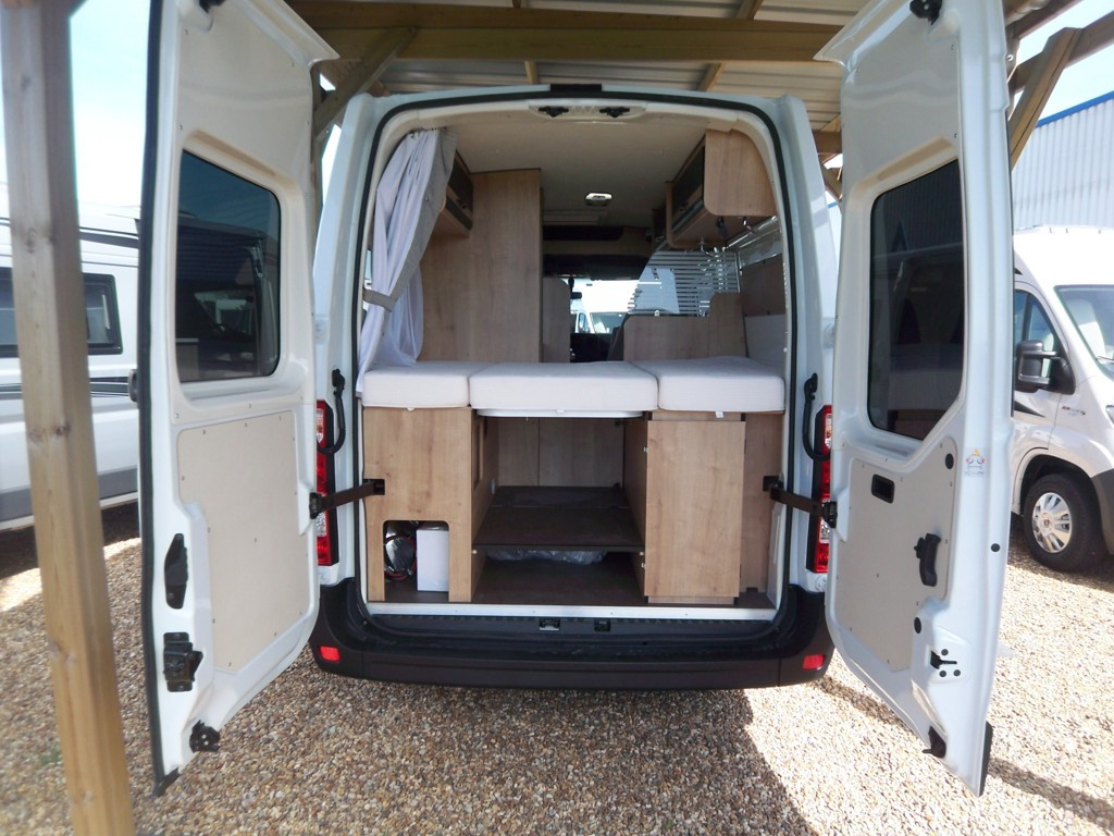 font vendome master van xs neuf porteur renault master 2l3 130 cv camping car vendre en. Black Bedroom Furniture Sets. Home Design Ideas