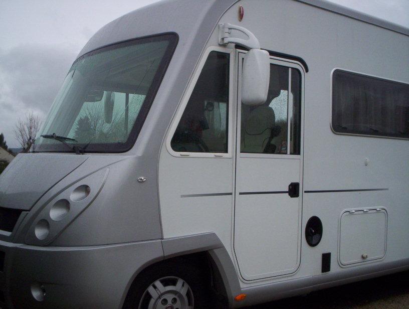 pilote explorateur g 830 lc occasion de 2009 fiat camping car en vente saint pouange troyes. Black Bedroom Furniture Sets. Home Design Ideas