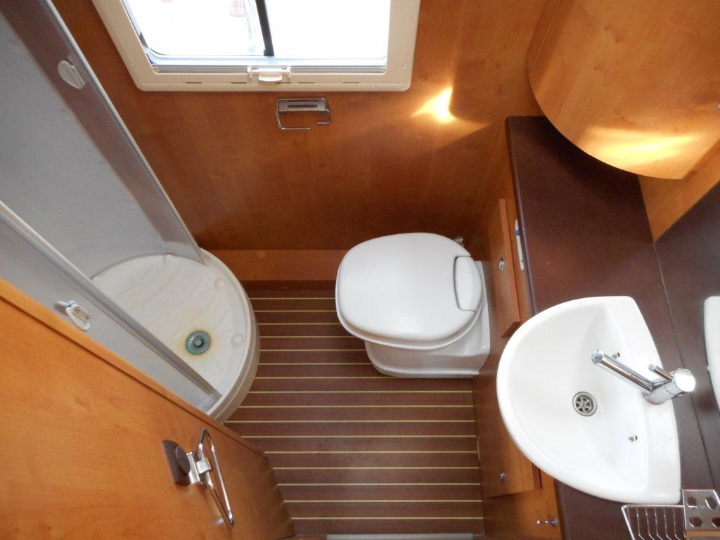 rapido 7099 c occasion porteur citroen jumper 2l2 130 cv camping car vendre en vienne 86. Black Bedroom Furniture Sets. Home Design Ideas