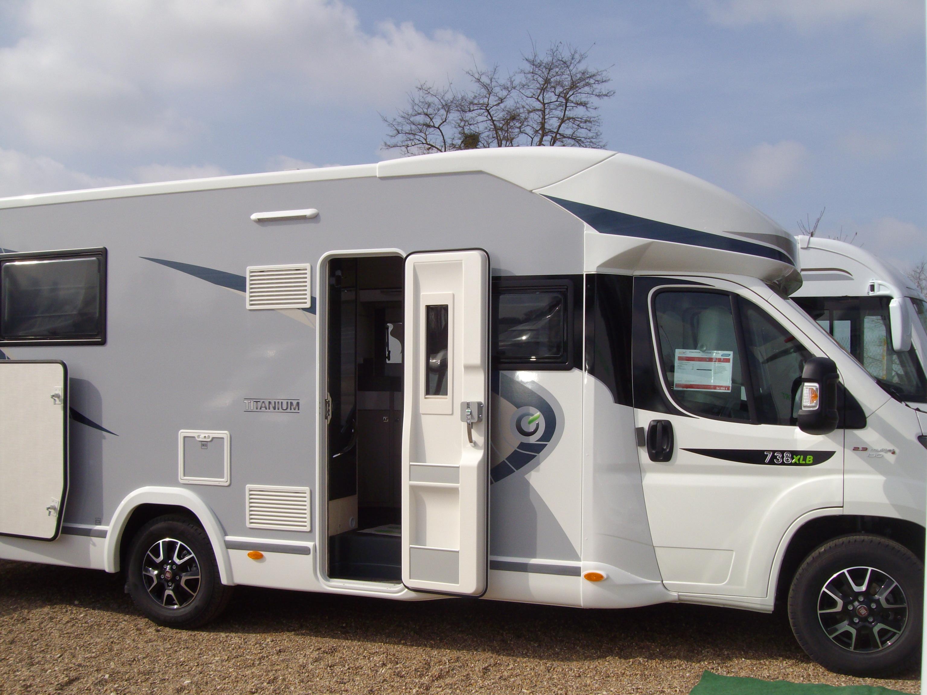 chausson titanium 738 xlb neuf de 2017 fiat camping car en vente suevres loir et cher 41. Black Bedroom Furniture Sets. Home Design Ideas