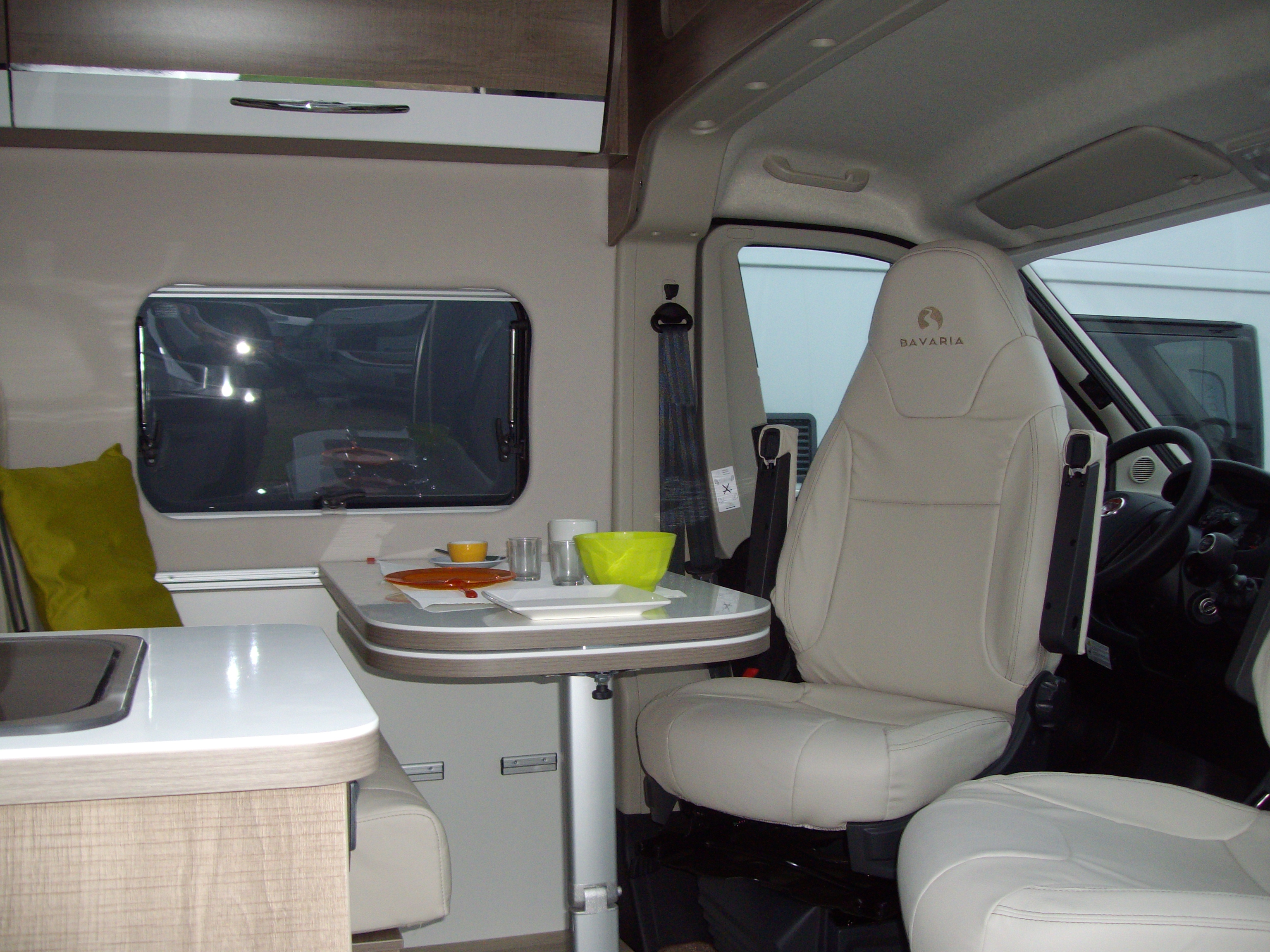 auto caravanes loisirs camping car fourgon amenage annonces occasion. Black Bedroom Furniture Sets. Home Design Ideas
