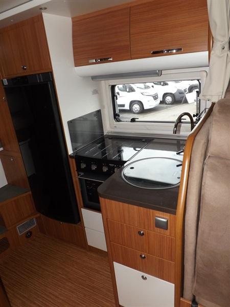 adria matrix 680 sp occasion de 2011 fiat camping car en vente lempdes puy de dome 63. Black Bedroom Furniture Sets. Home Design Ideas