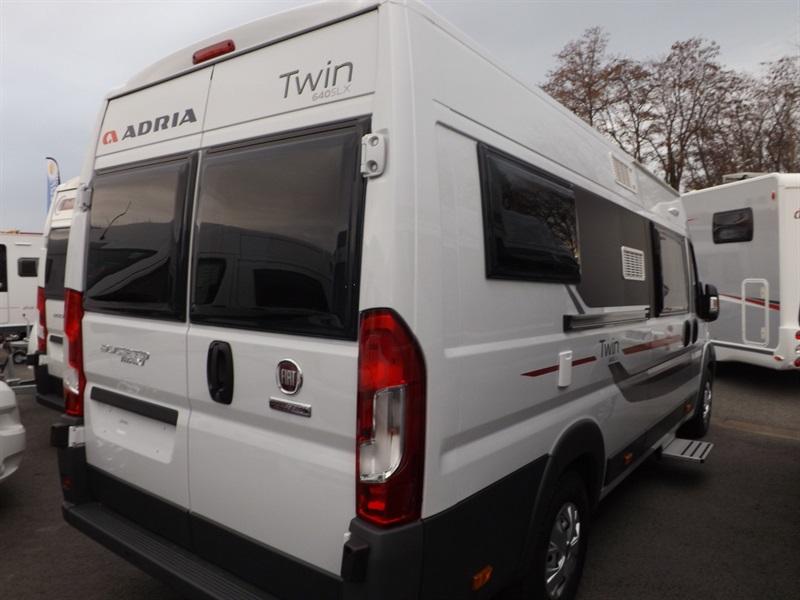 adria twin slx neuf porteur fiat duca o 2 3l mul ije 130ch diesel camping car vendre en puy. Black Bedroom Furniture Sets. Home Design Ideas