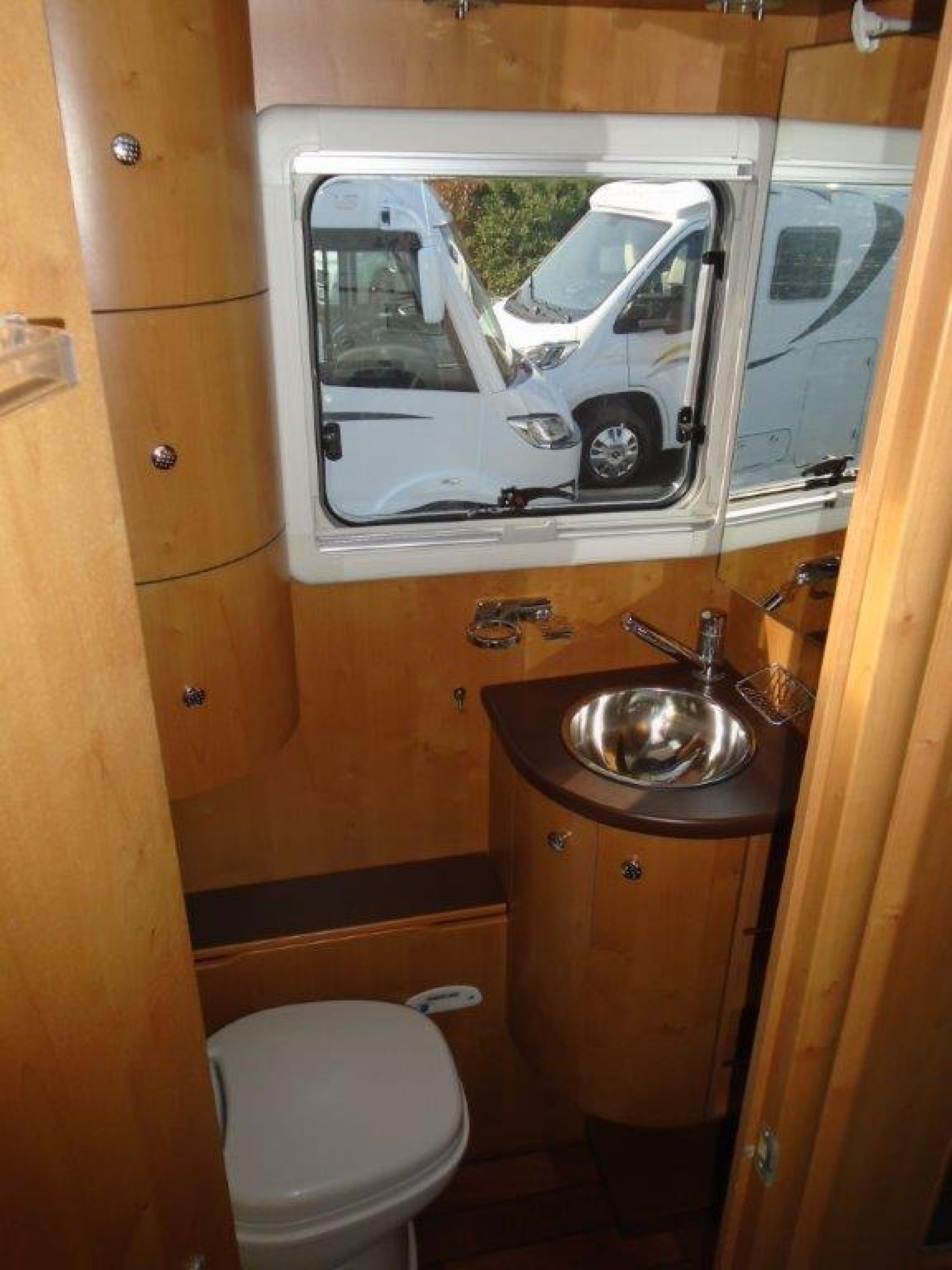 rapido 9048 df occasion de 2007 fiat camping car en vente reze loire atlantique 44. Black Bedroom Furniture Sets. Home Design Ideas