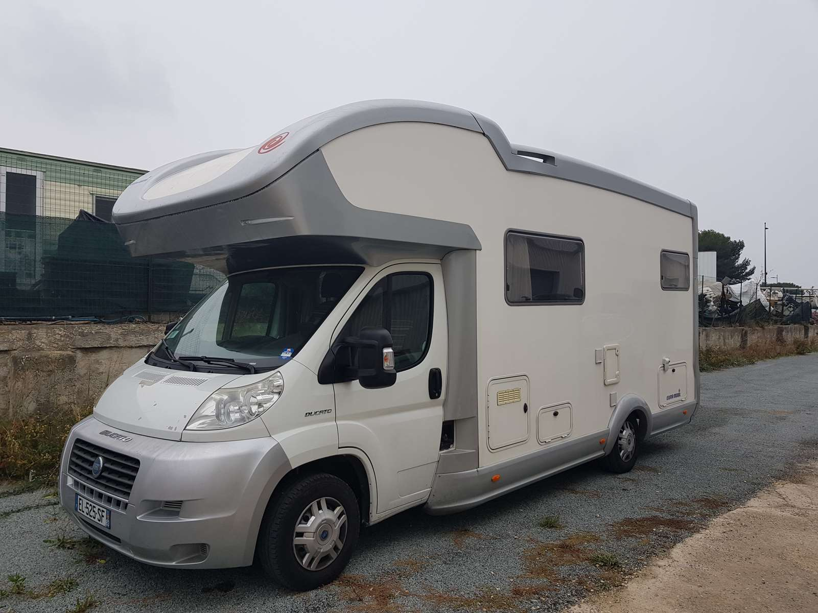 eura mobil i 690 hb occasion de 2007 ducato camping. Black Bedroom Furniture Sets. Home Design Ideas
