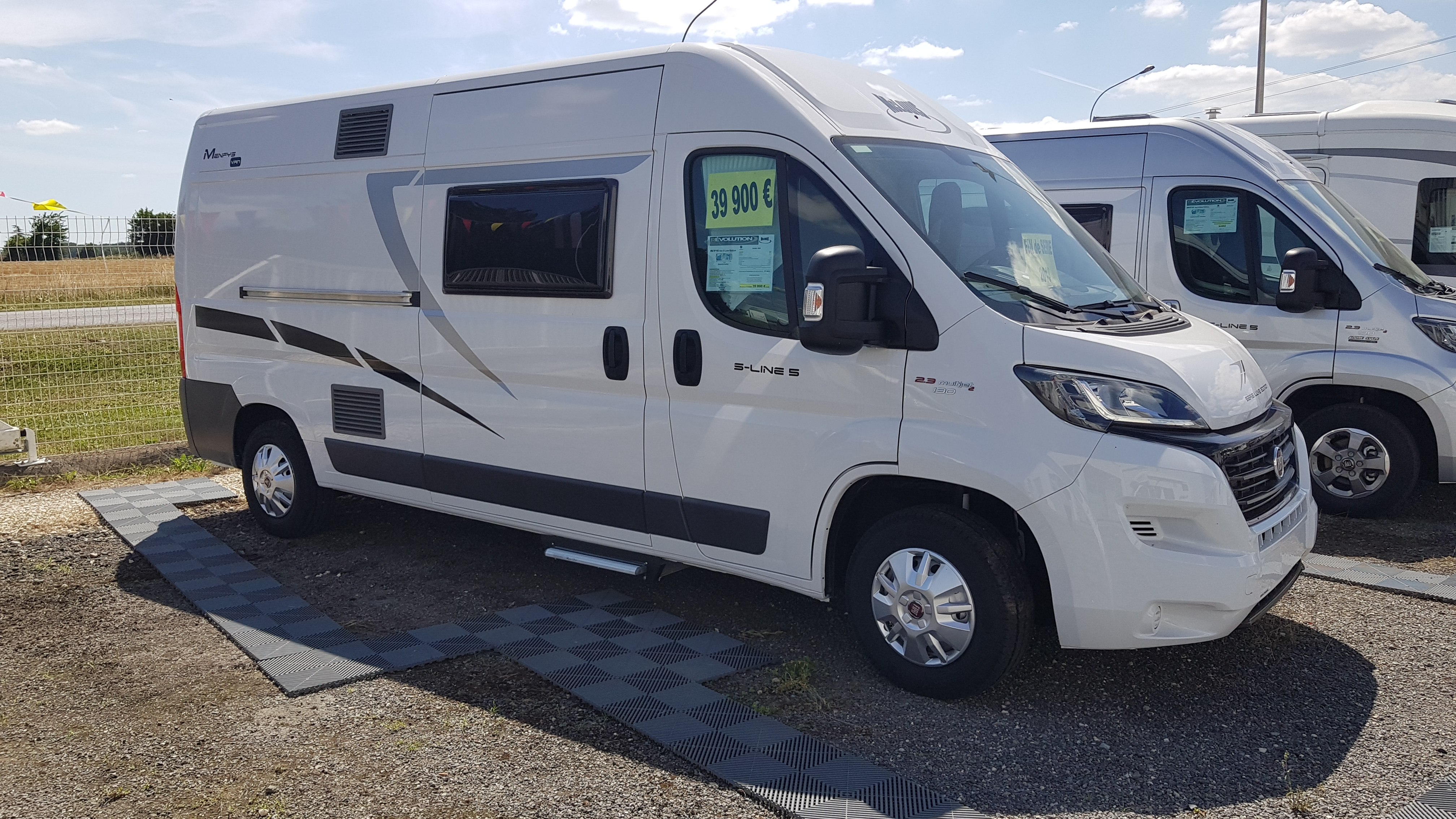 mc louis menfys van 5 s line luxe neuf de 2018 fiat camping car en vente ruffec charente. Black Bedroom Furniture Sets. Home Design Ideas