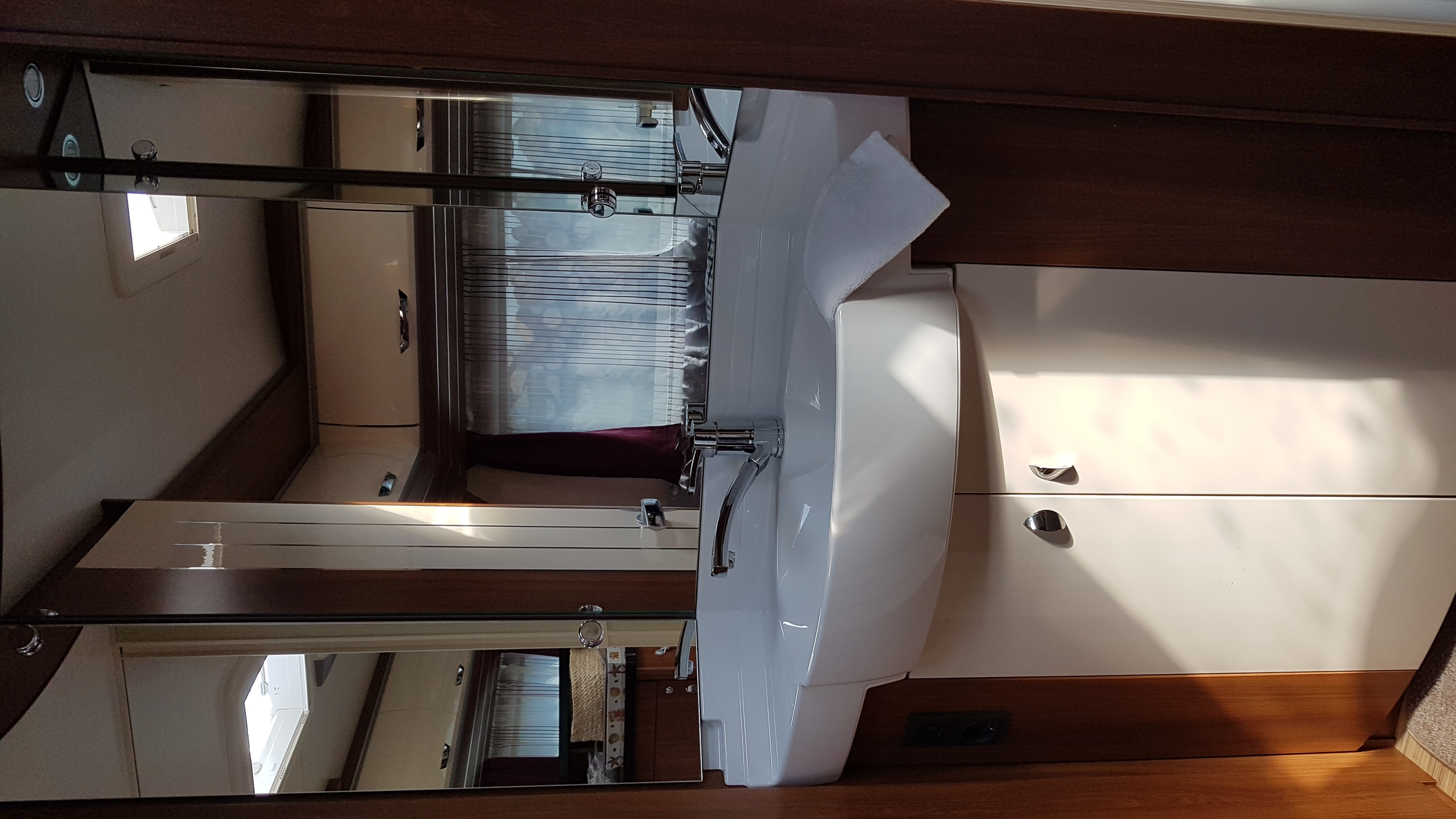 hobby 560 cfe premium occasion de 2014 caravane en vente bourg en bresse ain 01. Black Bedroom Furniture Sets. Home Design Ideas