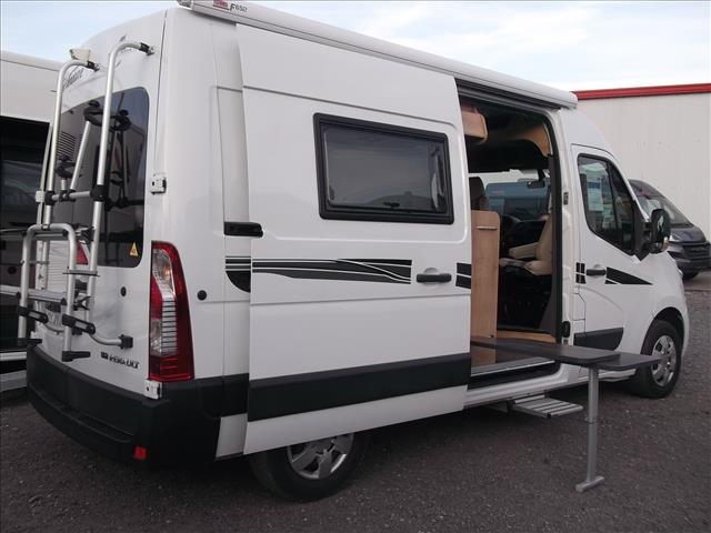 font vendome master van xs occasion de 2016 renault camping car en vente valenciennes. Black Bedroom Furniture Sets. Home Design Ideas