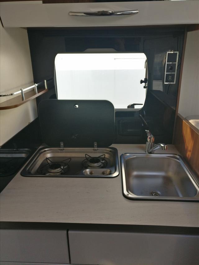 pilote g 700 gj essentiel occasion de 2017 fiat camping car en vente le faou finistere 29. Black Bedroom Furniture Sets. Home Design Ideas