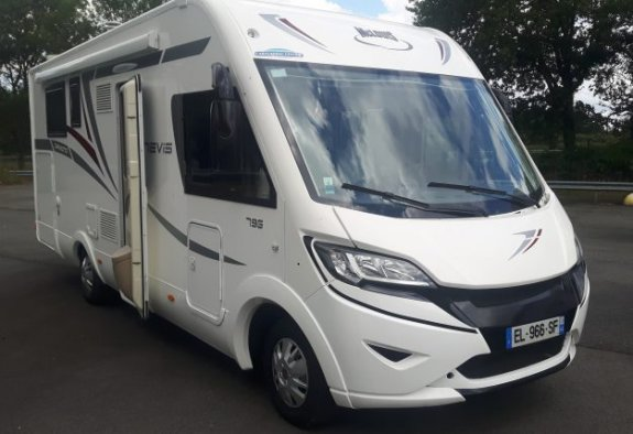 Occasion Mc Louis Nevis 79 G Diamond vendu par CARAVANING CENTRAL NANTES - ATLANTIQUE CAMPING-CAR
