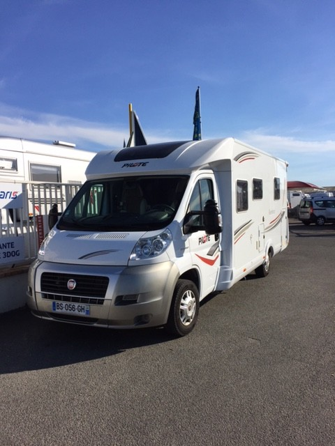 pilote aventura occasion de 2011 fiat camping car en vente st germain du puy cher 18. Black Bedroom Furniture Sets. Home Design Ideas