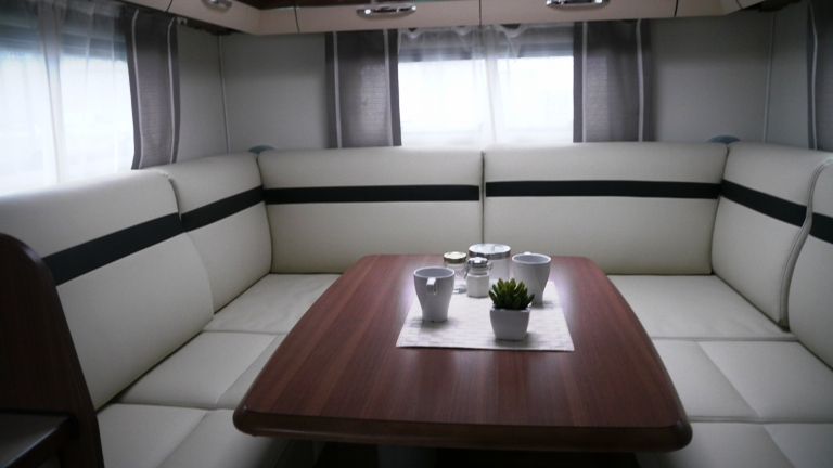 lmc explorer confort i 695 neuf de 2017 fiat camping car en vente guilberville manche 50. Black Bedroom Furniture Sets. Home Design Ideas