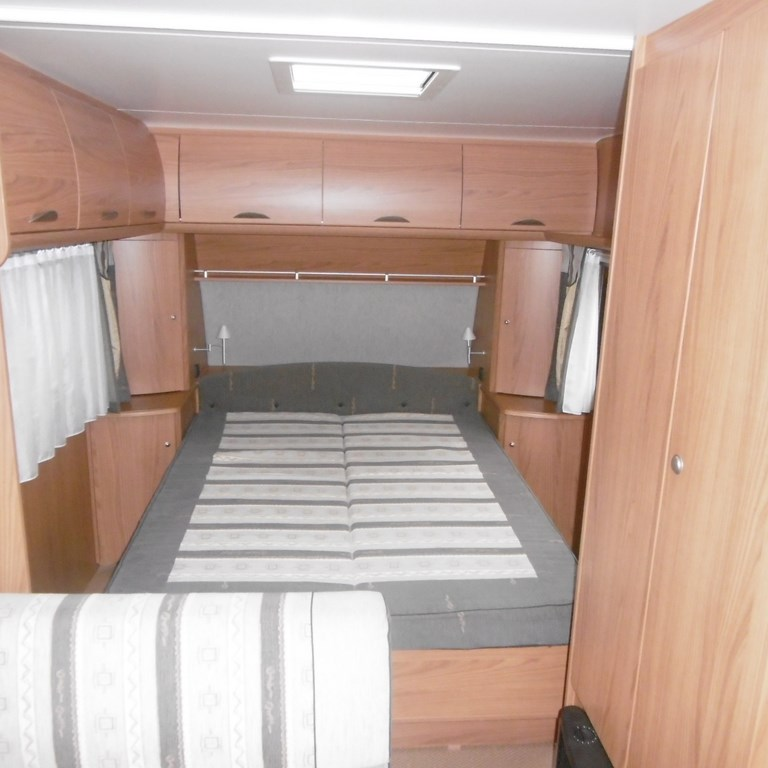 burstner amara 470 ts occasion de 2005 caravane en vente claye souilly seine et marne 77. Black Bedroom Furniture Sets. Home Design Ideas