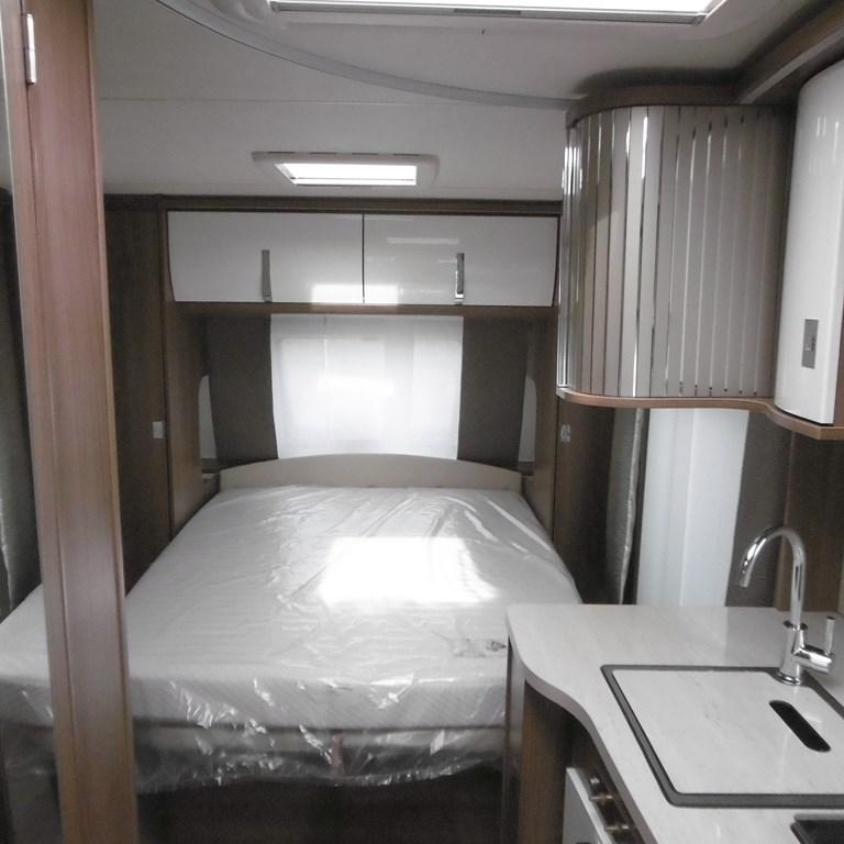 burstner averso top 485 ts neuf de 2017 caravane en vente claye souilly seine et marne 77. Black Bedroom Furniture Sets. Home Design Ideas