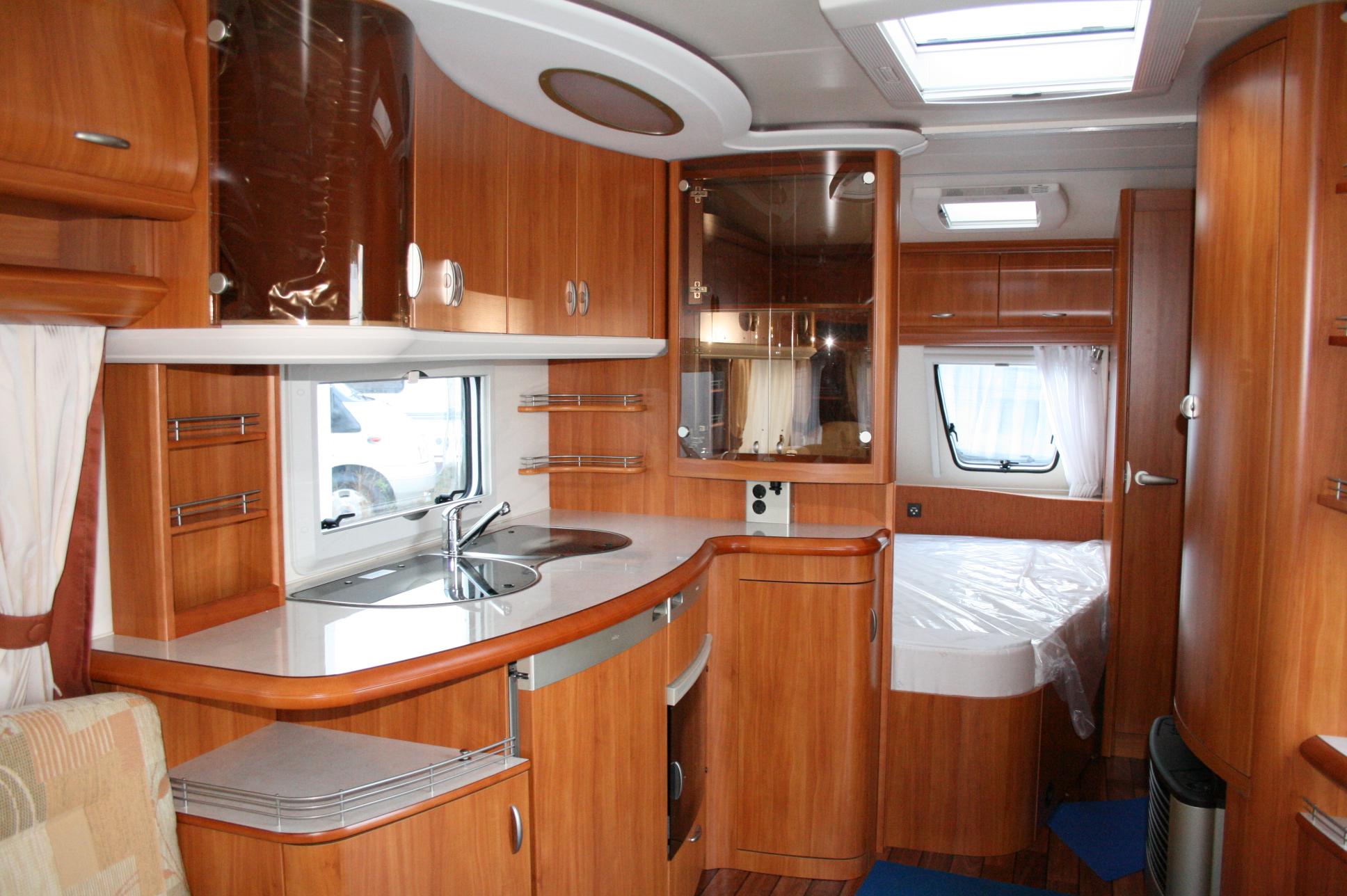hobby 560 ufe excellent neuf de 2008 caravane en vente oberschaeffolsheim rhin 67. Black Bedroom Furniture Sets. Home Design Ideas